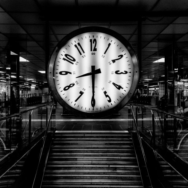 analogue-black-and-white-black-and-white-clock-599705